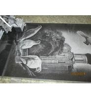 Процесс нанесения изображения на гранитный памятник